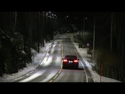 Energy saving auto dimming street lights