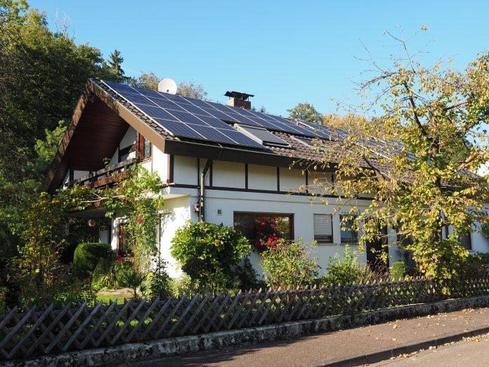 Hiša s sončnimi celicami