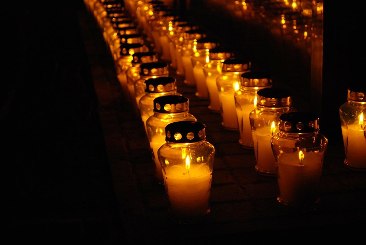 pokopališče in nagrobne sveče