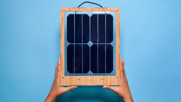 Sončni panel - polnilec Grouphug