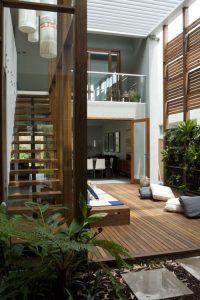 Zelenje in les v notranjosti doma
