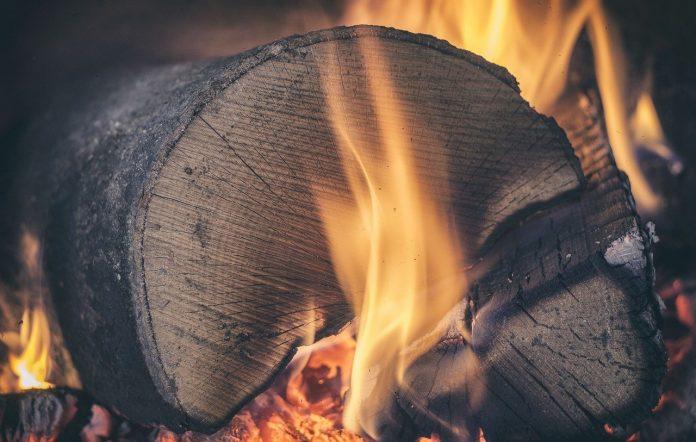 ogenj gorišče kamin