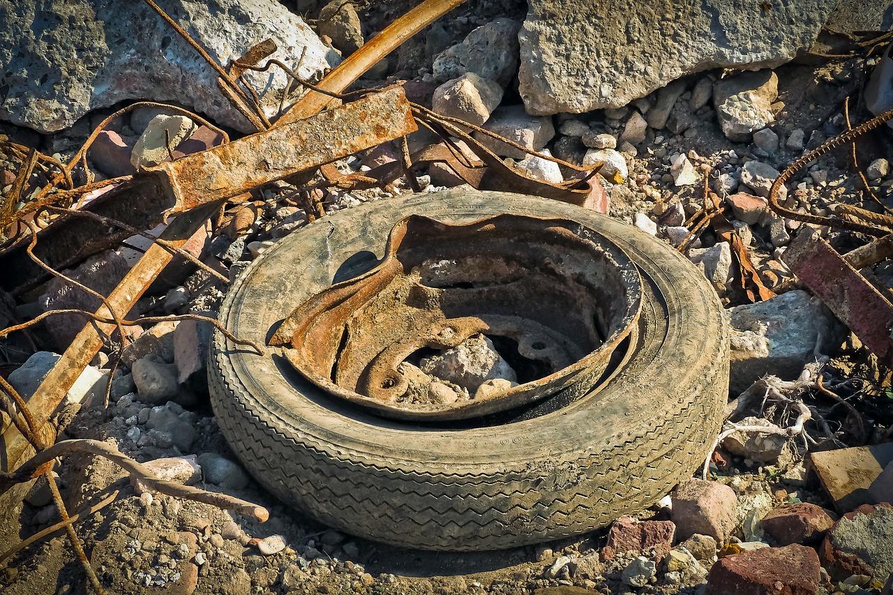 pnevmatika dna divjem odlagališču