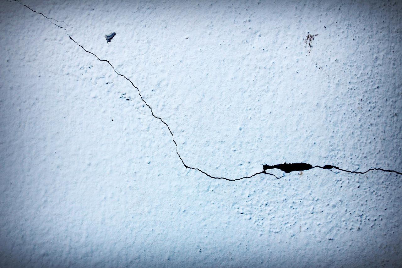 razpoka na steni