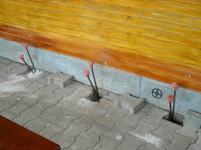 Injektirne cevi na zunanji steni uretek