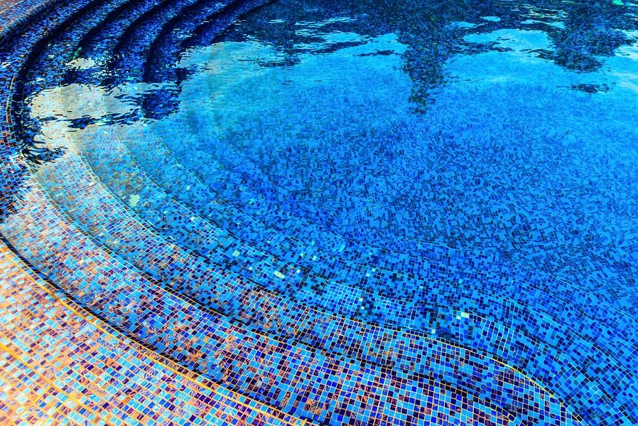 Čudovit primer mozaika po dnu bazena