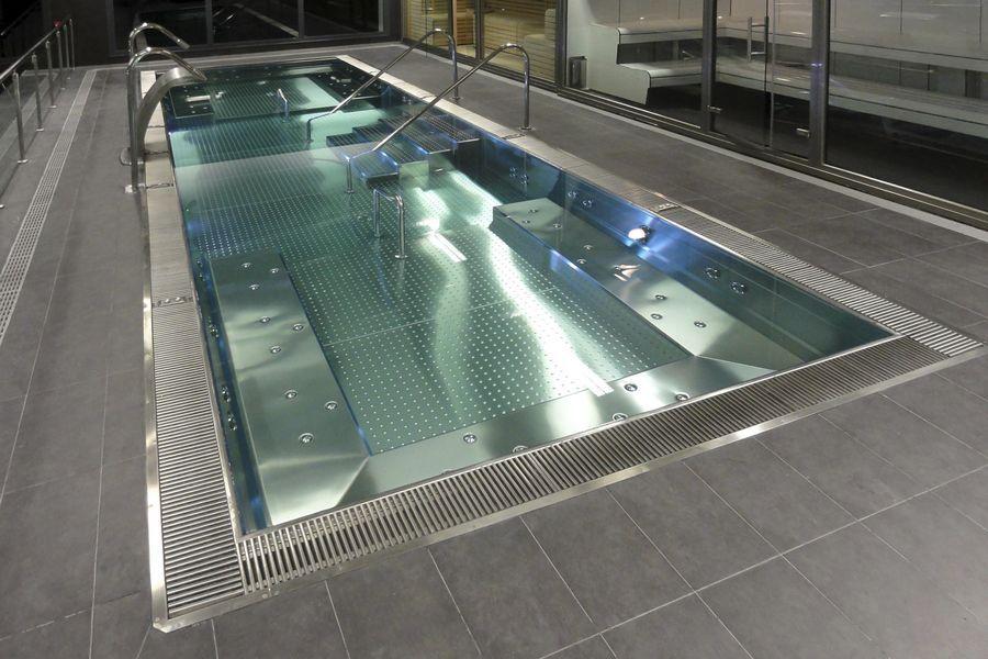 Čudovit INOX bazen.