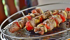 meso, ki se peče na žaru