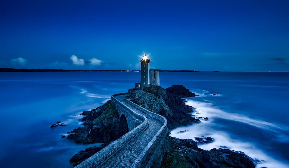 Svetilnik na obali