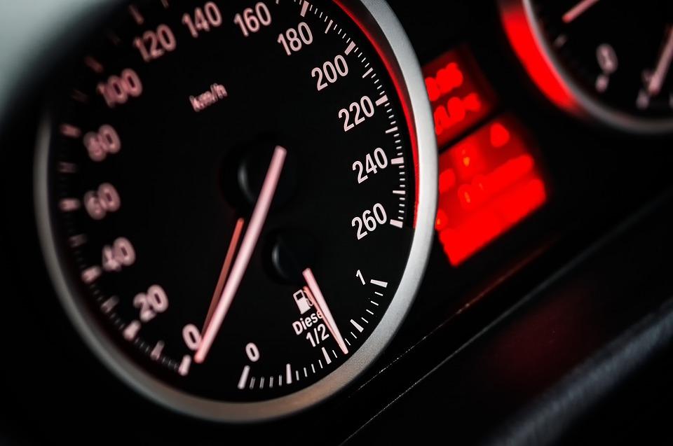 Merilec hitrosti v avtu