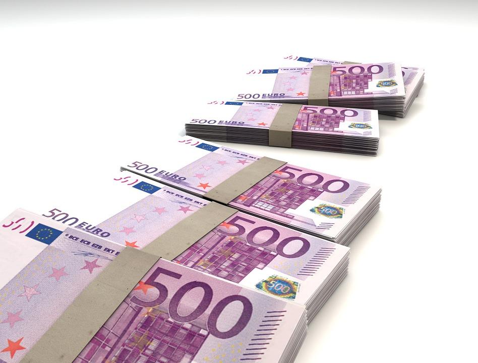 Svežnji bankovcev za 500 evrov