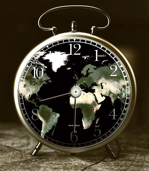 Ura z zemljevidom sveta