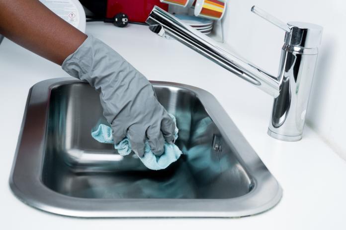 čiščenje umivalnika