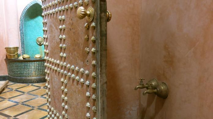 Odprta vrata v turško savno