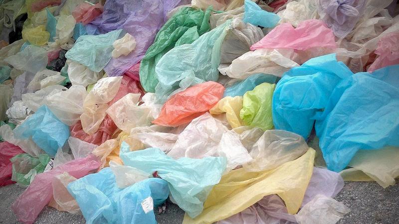 Embalažne vrečke so še vedno eden izmed večjih težav s katerimi se srečujemo