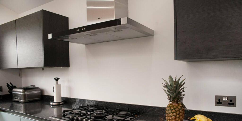Glavna naloga kuhinjske nape je prezračevanje oziroma odvod zraka in vonja