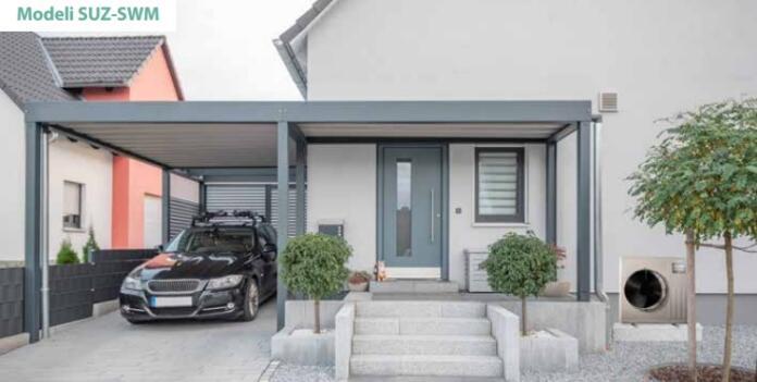 Vhod v hišo, poleg katerega je zunanja enota toplotne črpalke