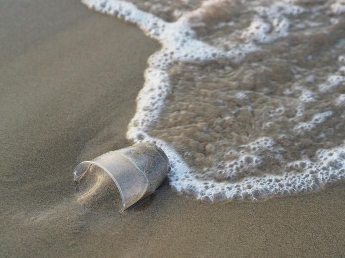 plastika v morju