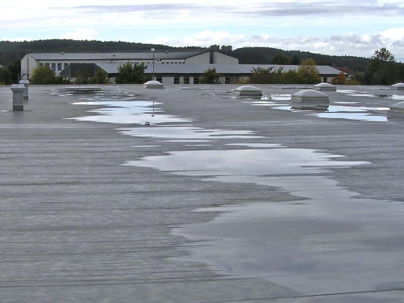 Poplavljena ravna streha