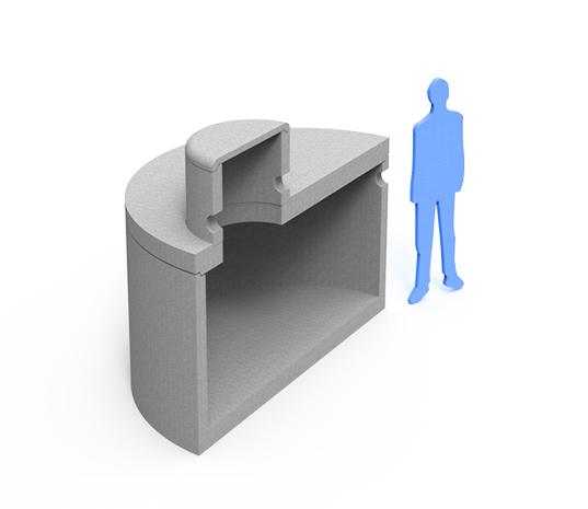 Betonski zbiralnik deževnice in zraven postava moškega, za prikaz velikosti