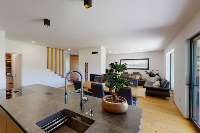 Kuhinja in dnevna soba v hiši