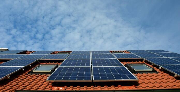 solarni paneli na strehi
