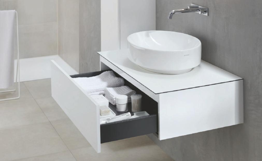 Glede na zahteve po prostoru za shranjevanje je mogoče pohištvo iz kopalniške serije VariForm modularno razširiti.