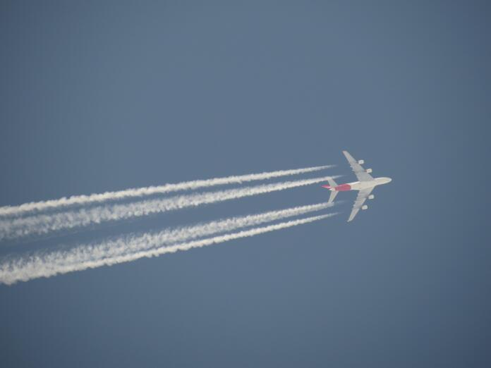 Letalo in dimna sled