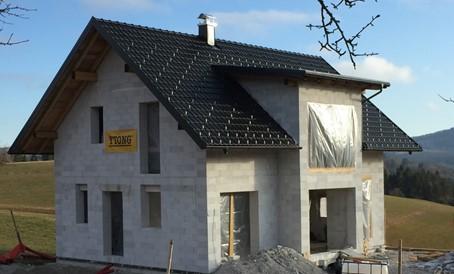 Ytong gradbeni sistem omogoča izgradnjo hiše od prve vrste do strehe. Več o gradnji z Ytongom.